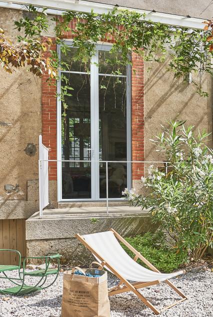 fenêtre en aluminium extérieur sur une maison en banlieue parisienne