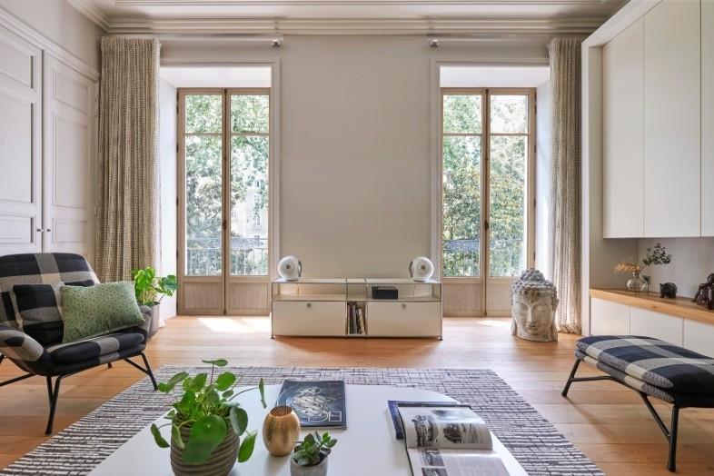 portes-fenêtres dans un appartement haussmannien à Paris