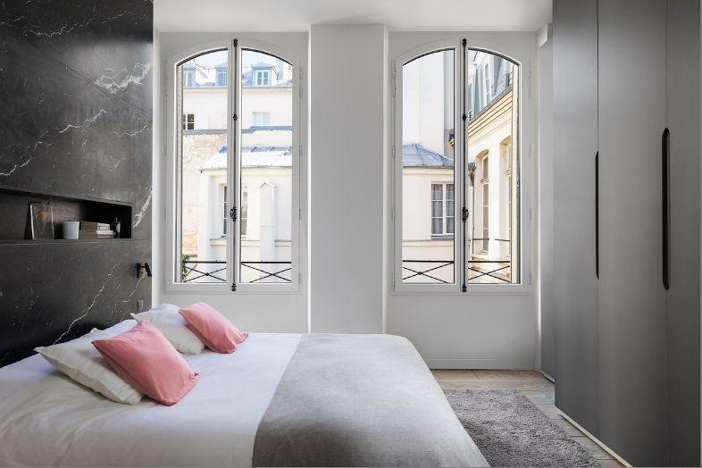Fenêtre eben en cintre surbaissé avec crémone