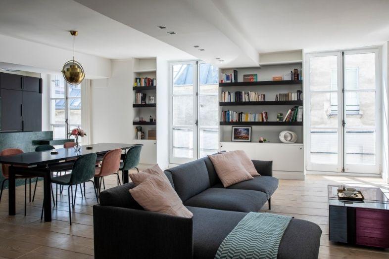 appartement avec 3 portes-fenêtres en bois
